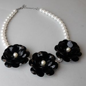 Jewelry - Black and Faux Pearl Floral Necklace